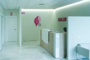 Entrada clínica Golden Clinic Marbella